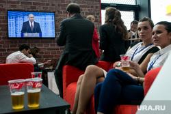 Петербургский международный экономический форум. Второй день. Санкт-Петербург, пиво, кафе, пмэф-2016, путин на экране