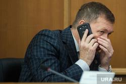 Заседание Екатеринбургской городской думы. Екатеринбург, мяконьких александр, разговаривает по телефону