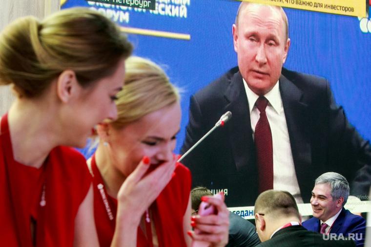 Пресс-конференция Владимира Путина иМакрона после встречи врамках ПМЭФ