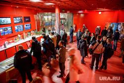 Премьерные показы «Матильды» в кинотеатре «Салют». Екатеринбург, кассы, фойе кинотеатра салют