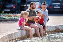 Жизнь Екатеринбурга в жару, семья, вода, мороженое, жара, отдых горожан