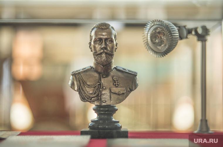 Масленица, народный бунт, чучело масленицы, синий кит, глонасс, император Николай второй , николай II, статуя императора николая второго