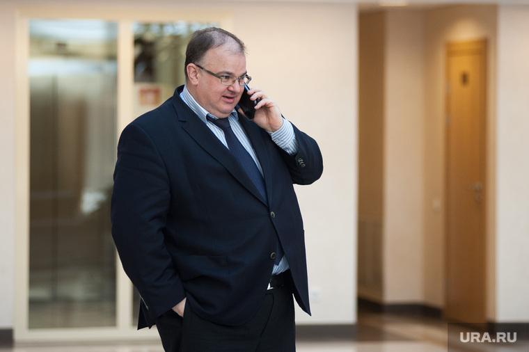 Двадцать второе заседание Законодательного собрания Свердловской области. Екатеринбург , разговаривает по телефону, цветков андрей