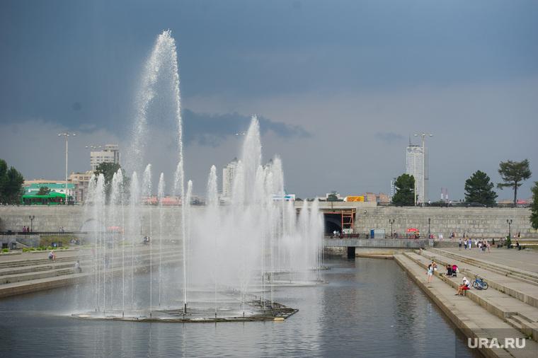 Точки продажи воды в центре Екатеринбурга, фонтан, исторический сквер, плотинка