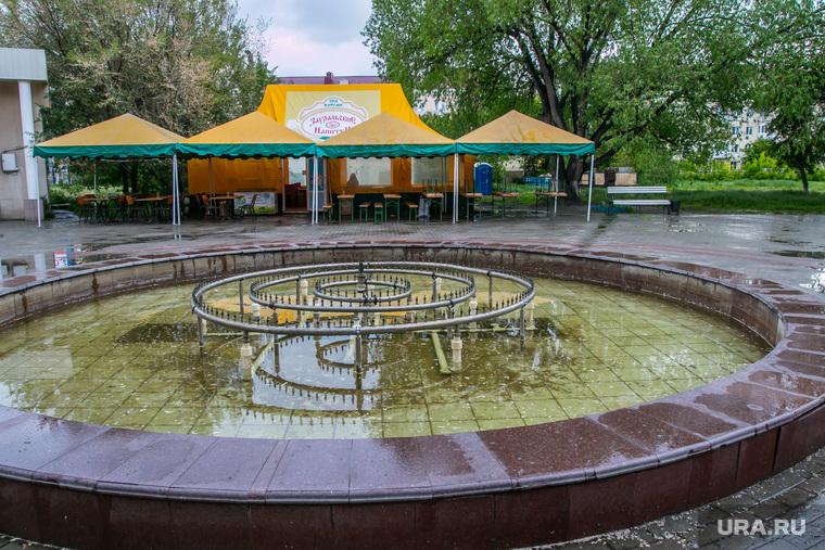 Плохое состояние городского сада. Курган, летнее кафе, городской сад, фонтан не работает