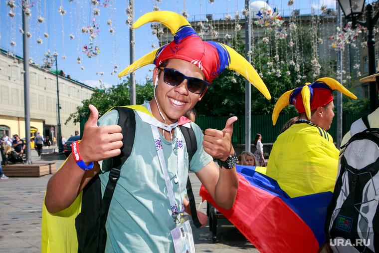 Футбольные болельщики в Москве. Москва, колумбийские болельщики, флаг колумбии