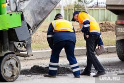 Ямы на дорогах. Нижневартовск., ремонт дорог, рабочие