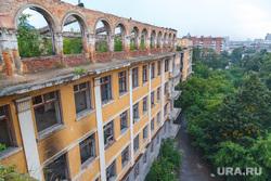 Клипарт, заброшенная больница, зеленая роща