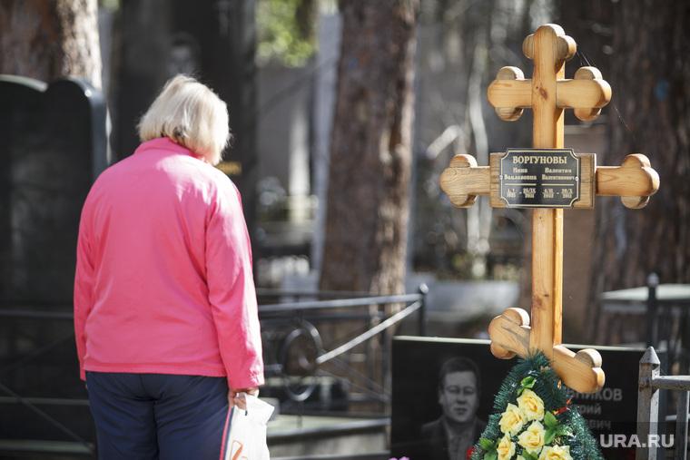 Родительский день. Северное и Широкореченское кладбища.Екатеринбург, крест, могилы, радоница