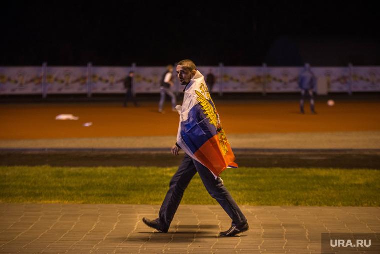 Фанзона ЧМ по футболу 2014: первая игра Бразилия-Хорватия. Екатеринбург, флаг россии, футбольные болельщики