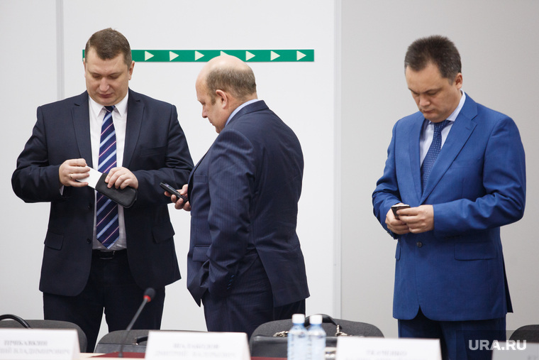 Заседание губернатора с главами МО и правительством в МВЦ Екатеринбург ЭКСПО, сотовые, гаджеты, телефоны, шалабодов дмитрий, смартфоны