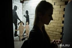 """Выставка """"Враг"""" в галерее уличного""""Свитер"""". Екатеринбург, современное искусство, стрит-арт, домашнее насилие"""
