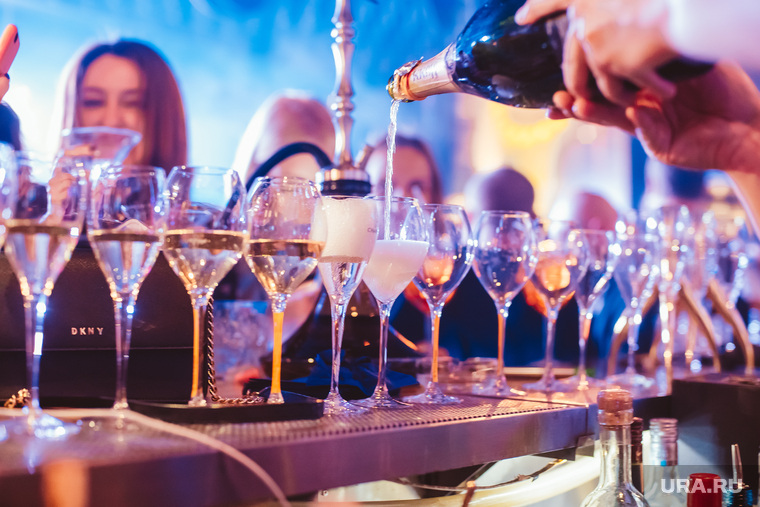 День рождения ON BAR. Екатеринбург, шампанское, барная стойка, алкоголь, он бар, on bar