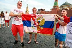 Болельщики на Никольской и Красной площади. Москва, сербские болельщики, сербы, иста вера, одни цвета-одна вера