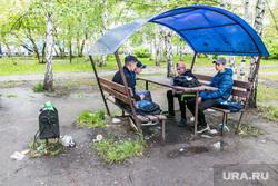 Плохое состояние городского сада. Курган, беседка, подростки, городской сад, грязь, мусор