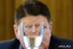 Последнее заседание Городской Думы Екатеринбурга Шестого созыва, плаксин игорь, стакан, отражение