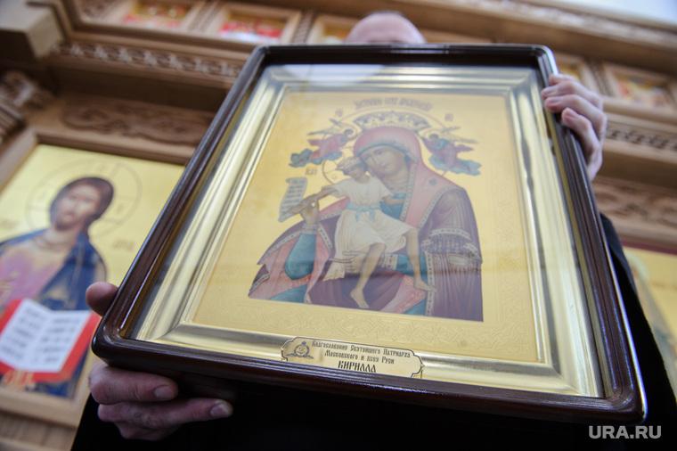 Патриарх Кирилл в Напольной школе. Свердловская область, Алапаевск, икона божией матери