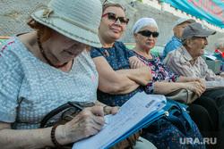 Митинг против пенсионной реформы. Курган, сбор подписей, пенсионерки, пожилые женщины