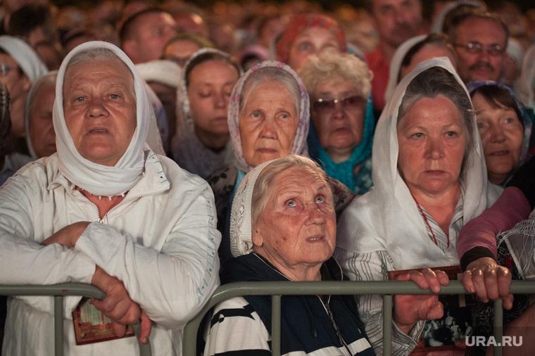Крестный ход, приуроченный к 100-летию со дня убийства царской семьи. Екатеринбург , верующие, прихожане, бабушки в платках