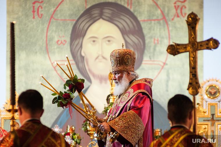 Крестный ход, приуроченный к 100-летию со дня убийства царской семьи. Екатеринбург , икона, церковные свечи, патриарх кирилл, иисус