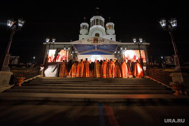 Крестный ход, приуроченный к 100-летию со дня убийства царской семьи. Екатеринбург , богослужение, храм на крови