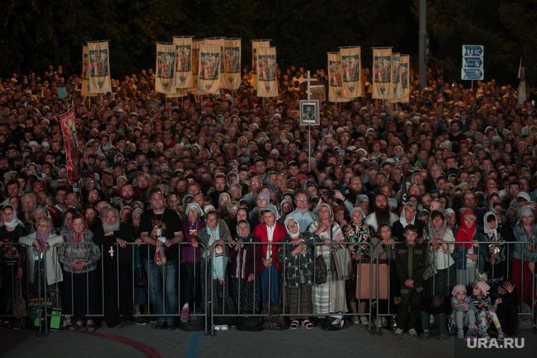 Крестный ход, приуроченный к 100-летию со дня убийства царской семьи. Екатеринбург , верующие, толпа