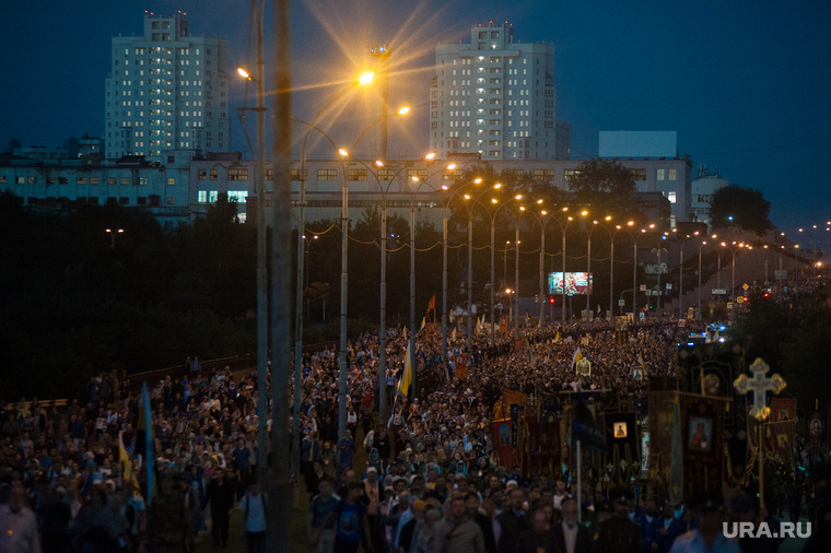 Крестный ход, приуроченный к 100-летию со дня убийства царской семьи. Екатеринбург , крестный ход