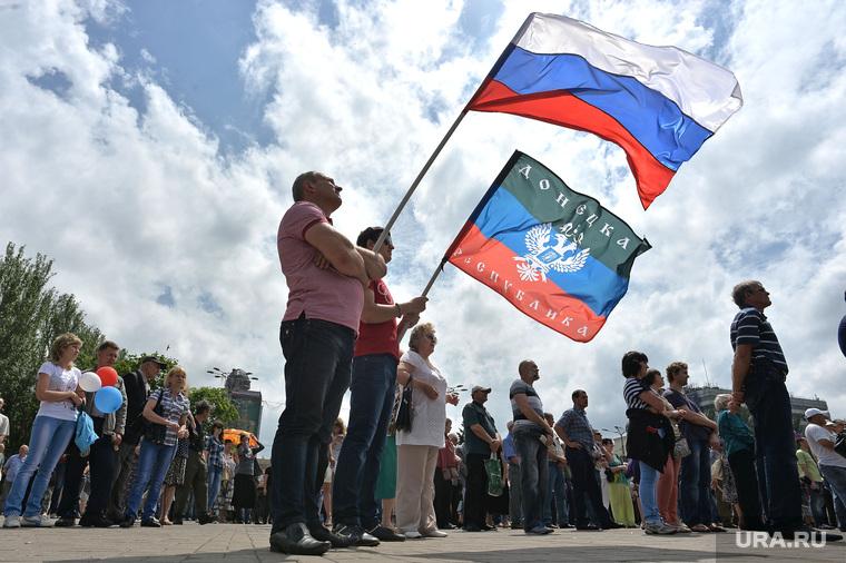 Митинг за мир в Донецке. Украина, митинг, триколор, флаг россии, донецкая народная республика, днр, стояние