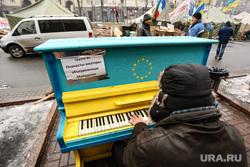 События на Майдане. Киев, пианино, майдан, киев, евроинтеграция