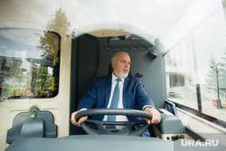 Осмотр тестового образца электробуса главой города Шуваловым Вадимом. Сургут, руль, шувалов вадим