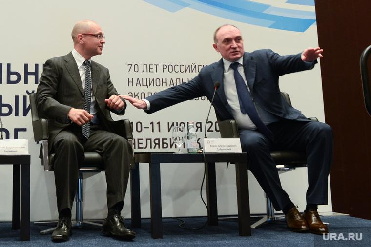 8 региональный форум-диалог Кириенко. Челябинск, кириенко сергей, дубровский борис, жест руками