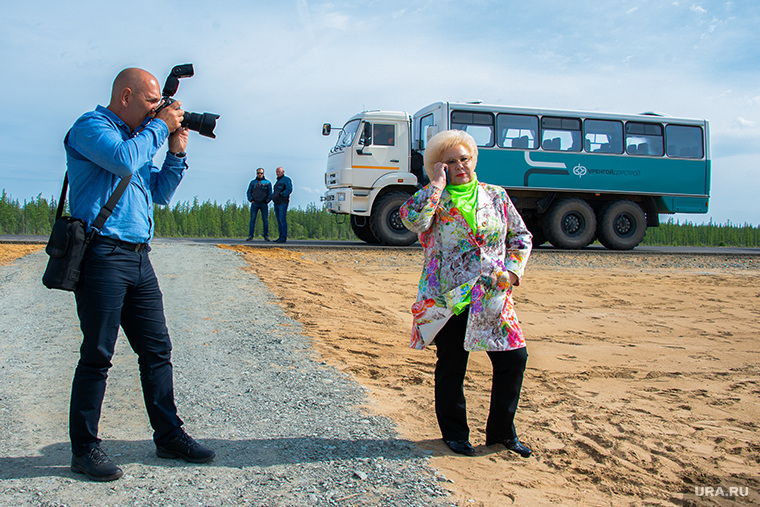 Артюхов и Моор посетили Надым, свинцова альбина, фотограф