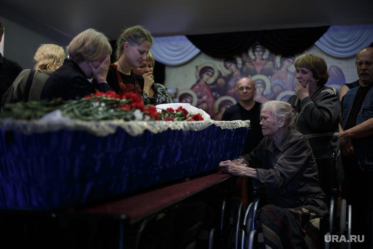 Прощание с уличным художником Александром Жуневым. Пермь, гроб, смерть, прощание с усопшим