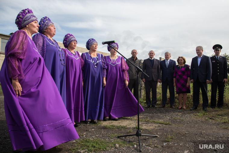 Визит губернатора Алексея Кокорина в п. Варгаши. Курган, вокальная группа