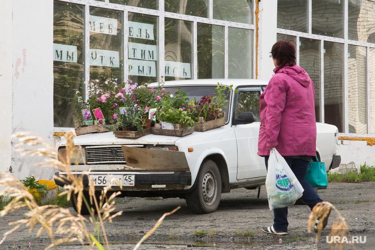 Визит губернатора Алексея Кокорина в п. Варгаши. Курган, цветы, машина с цветами