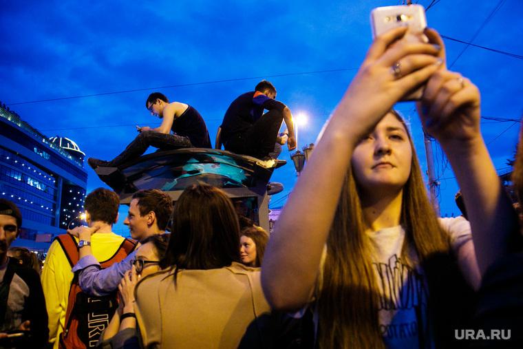Ночь Музыки 2018. , девушка, сотовый телефон, снимает на смартфон