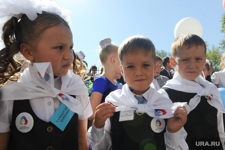 1 сентября линейка в школе 107 Челябинск, российское движение школьников, первоклассники