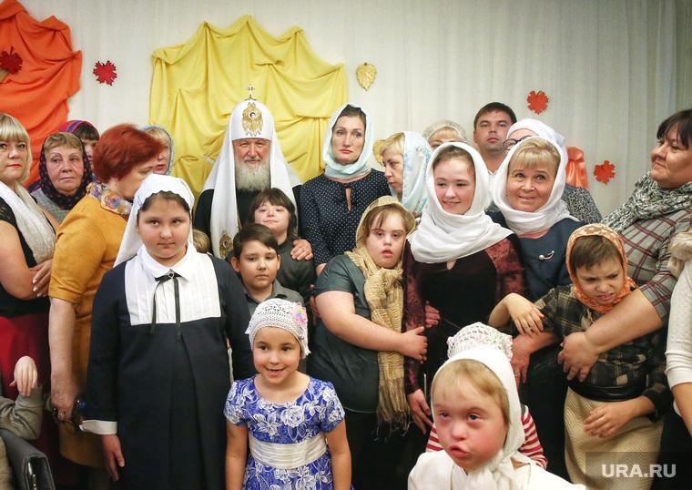 Визит патриарха Кирилла в Храм святой мученицы Татианы. Когалым , прихожане, патриарх кирилл, дети