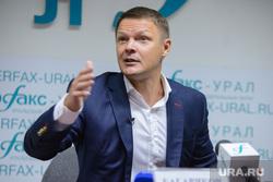 Презентация книги Алексея Багарякова в Интерфаксе. Екатеринбург, багаряков алексей, жест рукой