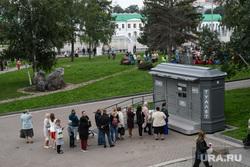 День города. Екатеринбург, туалет, исторический сквер, очередь