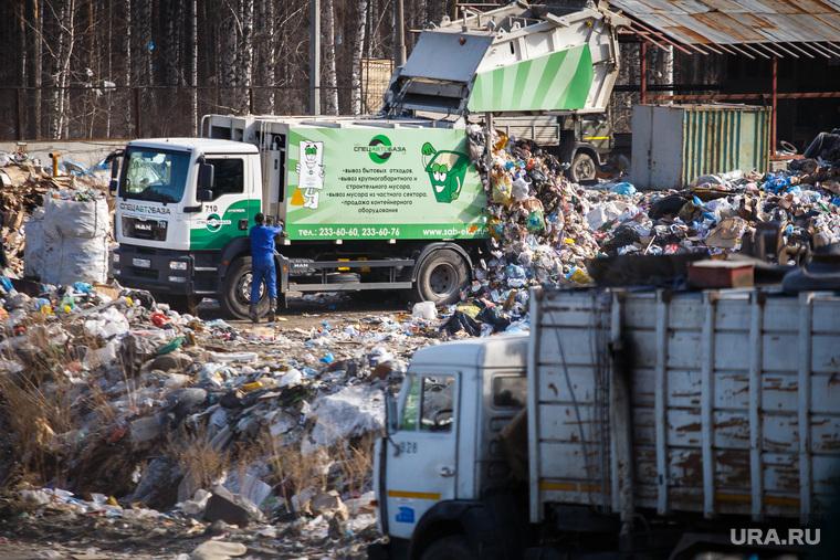 Полигон ТБО и цех сортировки. «Спецавтобаза». Екатеринбург, мусор, камаз, спецтехника, мусоровоз, гора, отходы, хлам, лка, тбо, ман, man, спецавтобаза, куча, окружающая среда, свалка, экология, отбросы, помои, выгрузка