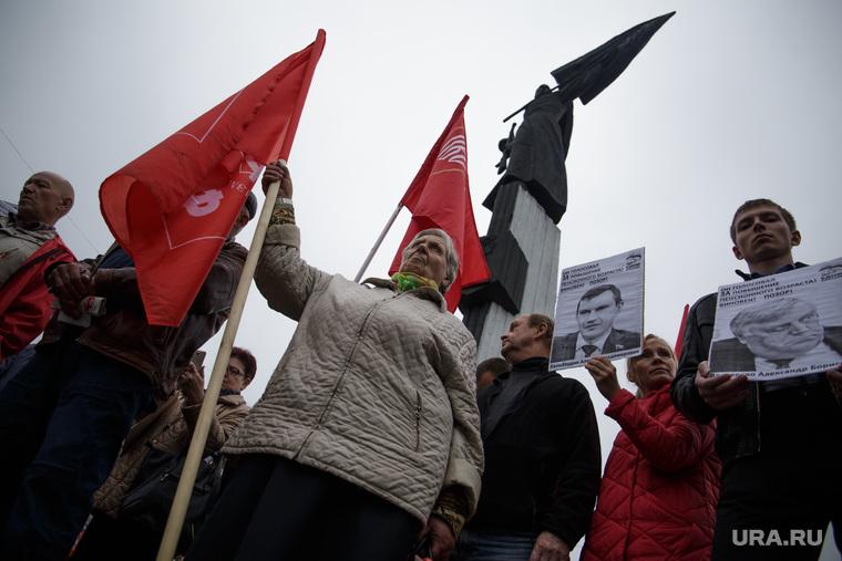 Митинг против повышения пенсионного возраста. Пермь, пенсионерка, пенсионер, митинг, флаги