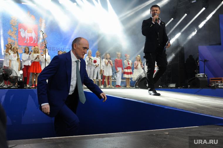 Почетные граждане города на праздничном концерте. Челябинск, сцена, дубровский борис