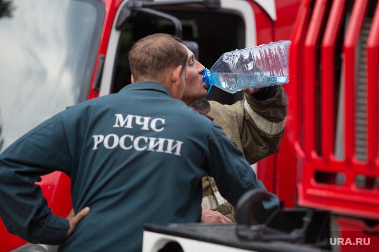 Пожар на ул. 1-ая Заводская, дом 20. Курган, мчс россии, пьет воду