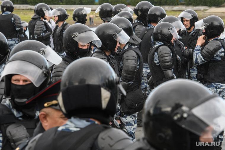 Задержания участников митинга против пенсионной реформы в Екатеринбурге, полиция, космонавты