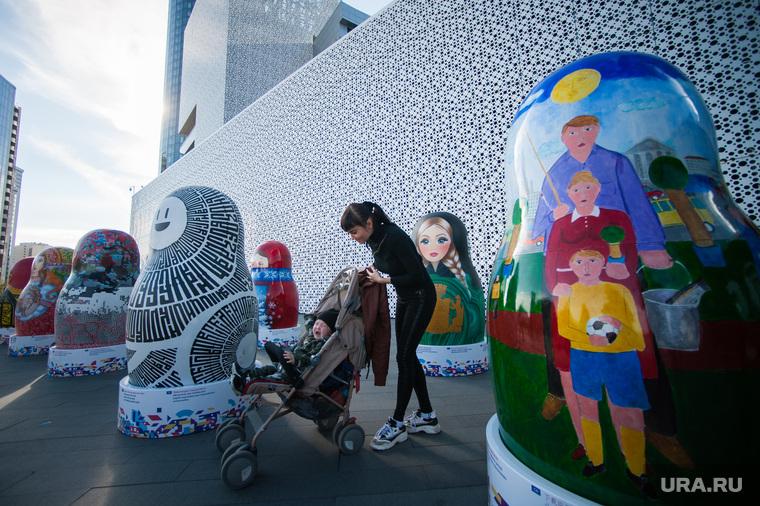 Экспозиция 10 авторских матрешек к Всемирной универсальной выставке ЭКСПО 2025. Екатеринбург , мама с коляской, матрешки, экспо2025, expo 2025