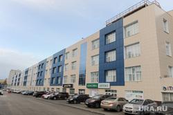 Здание на улице Витебская 4. Челябинск, аптека классика, парковка, улица витебская4