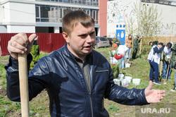 Высадка деревьев в Литературном сквере, возле Челябинской областной публичной библиотеки. Челябинск, безруков виталий