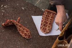 Собрание группы избирателей для поддержки самовыдвижения Алексея Навального на пост президента РФ. Екатеринбург, сбор подписей, холод, варежки, одежда, зима