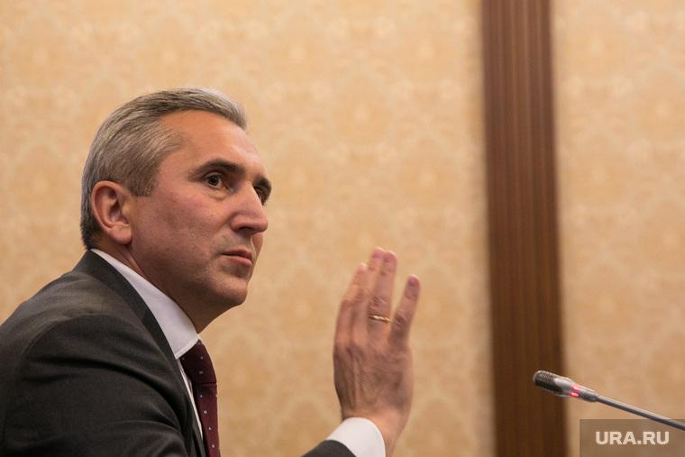 Пресс-конференция ВРИО губернатора тюменской области Александра Моора. Тюмень, моор александр, портрет, жест рукой